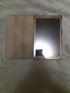 "Samsung Galaxy Tab E SM-T561 8GB 9.6"" Brown Tablet With a Case"