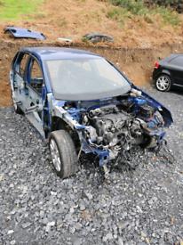 VW Golf Mk5 breaking
