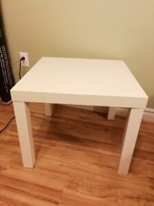 Table basse blanche carrée IKEA