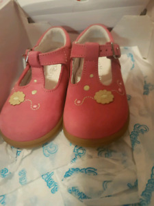 Brand New Girls 12-18 months size 5 leather shoes Start Rite