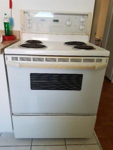 4 Électro - Laveuse sécheuse poêle frigo à vendre 400$