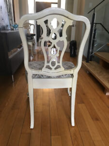 6 Beautiful Off-White Antique-Looking Dining Room Chairs