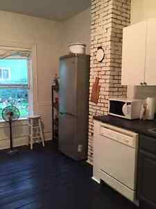 1 bedroom flat on Bloomfield - May 1