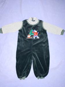 Toddler Boys Velour Christmas Outfit Size 24mts EUC