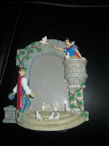 SNOW WHITE PICTURE FRAME MINT CONDITION