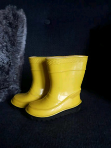 Yellow size 3 toddler rain boots