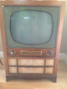 Rare, Vintage 1950's RCA Victor Cabinet TV and authentic Antenna