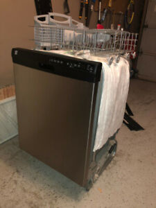 Almost NEW, 2 years old - Kenmore Refrigerator – 18.1 cu. Ft.