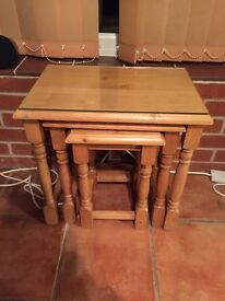 Nest of 3 pine tables