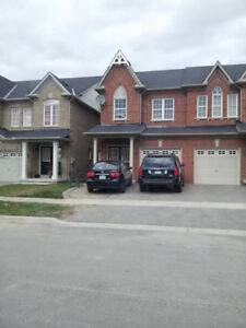 Newmarket 3 bedroom home,move in NOW
