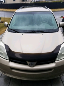 2004 Toyota Sienna LE - Gold