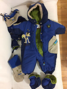 Gagou Tagou baby winter snowsuit size 6M with hat, mittens,scarf