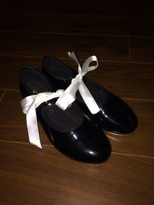 Size 4.5 Bloch tap shoes fit size 2 youth. Worn for 4 months