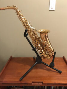 Severin Saxaphone includes stand and case