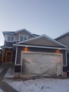 3 bedroom, 2 1/2 bath, Granite, fireplace, 45 day possession!!!!