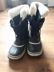 Black Sorel Winter boots - Gently used for 1 season. Size 7 W