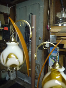 vintage retro 2 light lamp and table London Ontario image 3