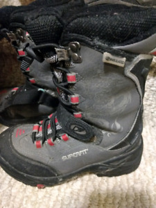 Boys size 13 winter boots