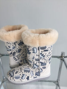 Limited Edition UGG Boots Size 7 150$