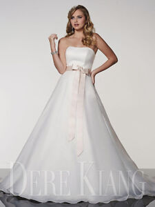 Brand New Wedding Dress For Sale - Dere Kiang - Size 6