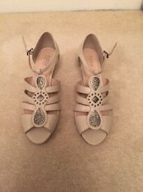 Nude shoes size 6
