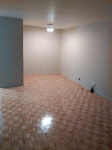 3 1/2 apartment to sublease nun's island with indoor parking