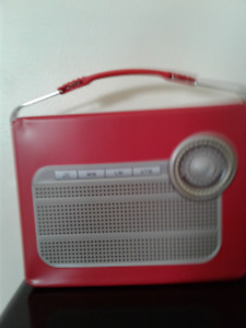 NOW 20% OFF on KIKERLAND RED RADIO LUNCH BOX....