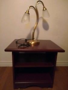 Table de bout et lampe
