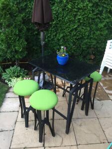 Table Bistro et tabourets (sunbrella)