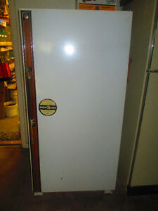 UPRIGHT FREEZER GOOD SIZE (TO POST LATER)