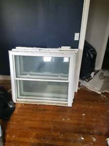 Vinyl Windows for sale with screens