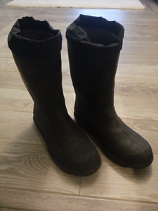 SIZE 11 STEEL TOE BAFFIN RUBBER BOOTS