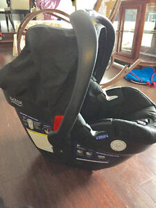 Britax B safe 35 car seat with base