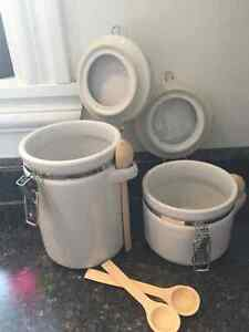 Mayfair & Jackson White Ceramic Canisters West Island Greater Montréal image 3