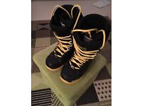 32 snowboard boots size 8