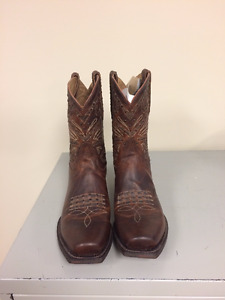 BRAND NEW - Justin Boots (womens)