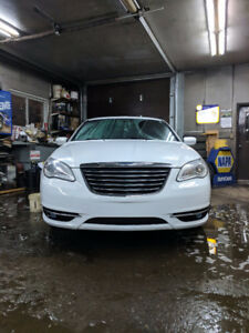 2011 Chrysler 200-Series LX Berline