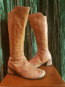 Well loved tan, mid calf boots, mule heel. Made in Spain. 8/8.5