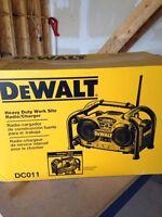 Dewalt heavy duty work site radio and charger   18v.