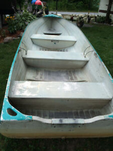 USED 16' ALLUMINUM BOAT WITH TRAILER AND 10 HP MOTOR USED