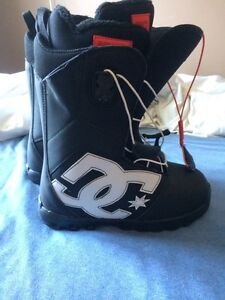 DC Shoes new snowboarding boots and snowboard with bindings. West Island Greater Montréal image 3