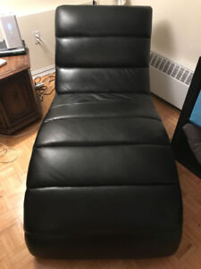 Leather chaise longue - great for relaxing or reading!