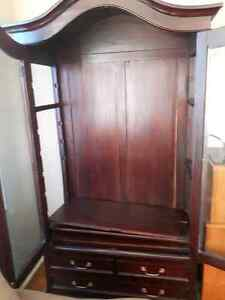 Beautiful antique mahogany buffet and hutch Gatineau Ottawa / Gatineau Area image 8