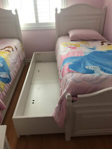 2 twin beds with 2 pull out beds and bed set