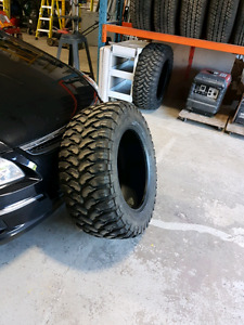 35x13.5x20 comforser tires like new