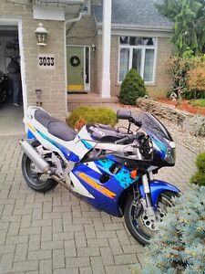 SUZUKI GSXR1100 1995 WITH V&H FULL EXHAUST AND RACING TIRES Windsor Region Ontario image 4