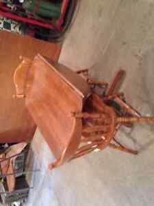 Round Maple Dining Table with 6 Chairs Kingston Kingston Area image 4
