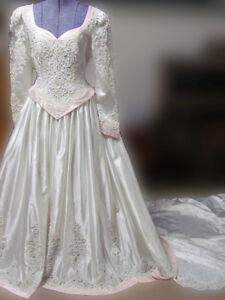 Popular Vintage late 1980s Wedding Dress!