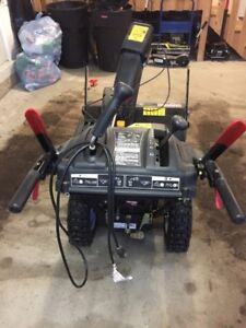 """Craftsman 2yr old Snowblower 26"""" - Electric start and steering"""