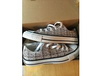 Converse brand new size 4 never warn